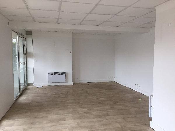 Local commercial de 74 m², Poissy (78300)